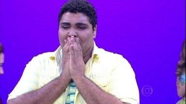 Paulo Vieira é o vencedor do 'Quem Chega Lá?' de 2015 - Humorista recebe chave do carro da bailarina Camila Lobo