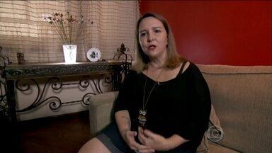 """Telespectadora descobre fibromialgia ao assistir Bem Estar - """"A primeira grande influência do programa na minha vida foi descobrir a fibromialgia"""", disse a psicóloga Aline Lins. Ela também contou que o programa esclareceu algumas dúvidas que ainda tinha sobre a cirurgia de redução de estômago."""