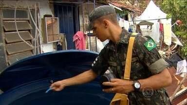 Exército entra na campanha de combate à dengue no Recife - Os militares desembarcaram cedo no Morro da Conceição, na Zona Norte do Recife. Eles vão reforçar as equipes da secretaria de Saúde do município que contam com mil agentes de vigilância ambiental.