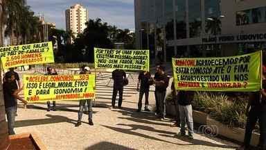 Policiais do Simve protestam contra fim do programa, em Goiás - Eles querem que o governo ofereça uma alternativa de emprego à categoria. Serviço voluntário foi considerado inconstitucional pelo STF.