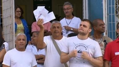 Funcionários terceirizados do Hospital Carlos Chagas entram em greve - O motivo da paralisação é falta de pagamento. Parentes do pacientes denunciam que está faltando a alimentação que é fornecida por sonda.