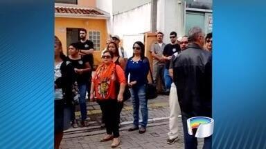 Servidores públicos entram em greve em São Sebastião, SP - Segundo sindicato, cerca de 200 servidores participam da paralisação.