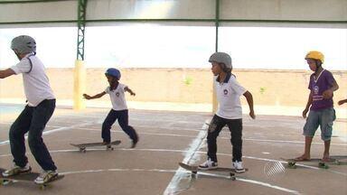 Skate é inserido nas aulas de Educação Física no interior do estado - Conheça a iniciativa de Luís Eduardo Magalhães.