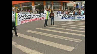 Professores e servidores estaduais fazem protesto pelas ruas de Santarém - Profissionais estão insatisfeitos com a falta de negociação do governo.