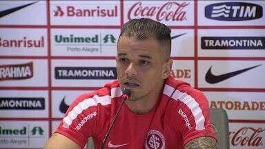 D'Alessandro afirma que Inter tem que saber sofrer na Libertadores - Capitão colorado afirma que jogadores da base tem boa cabeça.