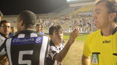Jogadores do Botafogo-PB acusam auxiliar de injúria racial contra atleta do Treze - Após fim da partida entre Botafogo-PB e Treze, nesta quarta-feira, jogadores do Belo acusaram o assistente de arbitragem Sousa Junior de injúria racial contra o lateral-esquerdo Panda