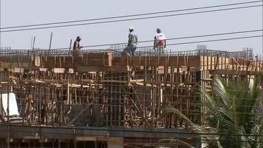 Operário morre em canteiro de obras em Águas Claras, no DF - Ele despencou de uma altura de 15 metros, foi socorrido, mas não resistiu. Em 2014, foram registrados 684 acidentes no setor de construção civil, cinco deles com vítimas fatais.
