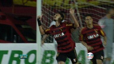 Mesmo com seis mudanças forçadas, Sport consegue derrotar o Santos - Santa apresenta dois reforços que já estavam treinando no clube.