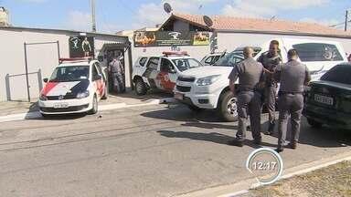 Homem é morto a tiros dentro de academia na zona leste de São José - Crime aconteceu na manhã desta quinta-feira (21) no Jardim São Vicente.