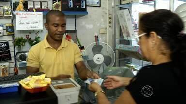 Falta células de R$ 2 no comércio do Sul do Rio - Moedas e notas menores estão cada vez mais escassas; advogada explica quais regras na hora de dar e receber troco.