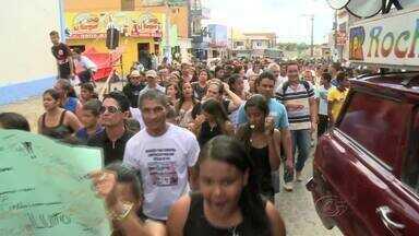 Estudantes e professores de Lagoa da Canoa cobram mais policiamento - Eles protestam contra a insegurança na região.