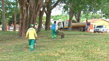 Moradores do Jardim Gramado são surpreendidos com mutirão - Moradores do Jardim Gramado, em Cuiabá, são surpreendidos com mutirão de limpeza da prefeitura.