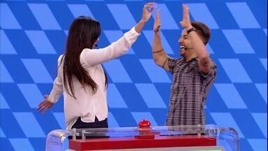 Junior Lima vence e blogueira leva cinco mil reais - Cantor e mineira mostram mais habilidade com desenhos