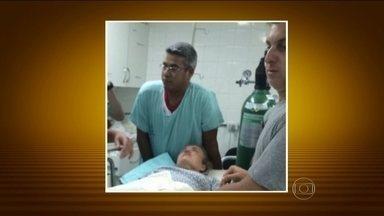Angélica e Luciano Huck passam por exames após acidente aéreo - Os apresentadores estão no hospital em São Paulo para fazer exames depois do acidente de avião, em Mato Grosso do Sul. O bimotor em que o casal viajava com os filhos e as babás sofreu uma pane e teve que fazer um pouso forçado numa fazenda.
