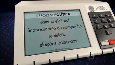 Proposta de reforma política será diretamente votada no plenário da Câmara - A partir de terça-feira (26), a Câmara dos Deputados vai se dedicar exclusivamente a discutir e votar no plenário a proposta de reforma política, depois que a comissão especial sobre a reforma foi cancelada.