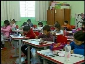 Plano municipal de educação é debatido em Erechim, RS - A conferência municipal para debater o plano foi na noite desta segunda-feira (25). Agora só falta ele ser aprovado pelos vereadores.