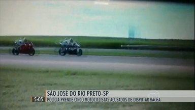 Polícia prende cinco motociclistas acusados de disputar racha em SP - Encontro tinha aposta de corrida no Rodovia Washington Luiz, em São José do Rio Preto.