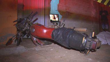 Homem morre em acidente de moto em Ribeirão Preto, SP - Polícia foi até o local e suspeita é de que vítima tenha sofrido mal súbito enquanto dirigia.
