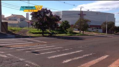 Campanha de trânsito em Maringá alerta sobre o uso da faixa de pedestre - A campanha de trânsito na cidade completa dez anos. Há uma década que motoristas e pedestre estão sendo alertados sobre a importância de respeitar a faixa de pedestres