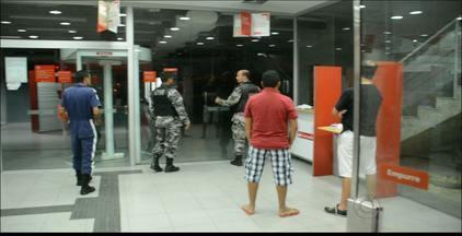 Bandido invade banco no |Centro de João Pessoa - A polícia foi acionada e o assaltante fugiu sem levar dinheiro.