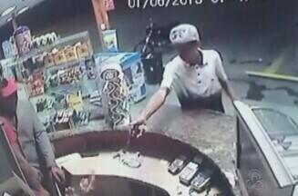 Polícia investiga assalto violento a posto de gasolina em Manaus - Veja imagens registradas por câmeras de segurança do local.