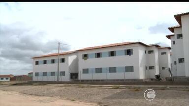 Ocupantes irregulares do residencial Torquato Neto se recusam a deixar os imóveis - Ocupantes irregulares do residencial Torquato Neto se recusam a deixar os imóveis