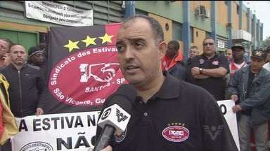 Estivadores realizam protesto em Santos - A mobilização de estivadores ocorreu na manhã desta segunda-feira (1). A categoria quer aumento.