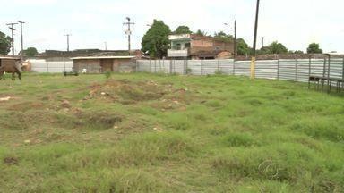 Moradores do Benedito Bentes cobram área de lazer - Comunidade do conjunto Frei Damião espera pela conclusão da obra do Centro de Artes e Esportes.