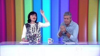 Monica Iozzi e Otaviano Costa abrem o programa com música - Apresentadores soltam a voz no início do Video Show