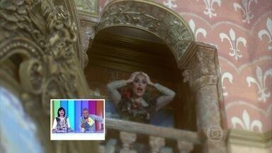 Claudia Raia e Juliana Paes pagam mico no Falha Nossa - Camila Morgado leva tombo do cavalo em A Casa das Sete Mulheres