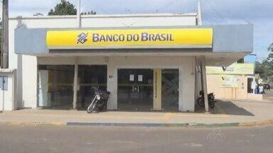 Agência bancária assaltada em Iranduba, segue sem funcionar - Na ultima sexta-feira, dois assaltantes invadiram o local, trancaram funcionários e fugiram com cerca de R$ 250 mil reais, além do carro do gerente.