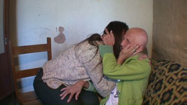 Amiga ajuda mulher com câncer a realizar um antigo sonho - A dona Maria, de 58 anos, luta contra um câncer de mama. E desde que descobriu a doença, ganhou o apoio de uma amiga. Agora, ela trabalha para realizar um antigo sonho da família de dona Maria.