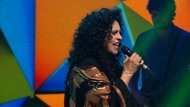 Gal Costa canta 'Brasil' na redação-estúdio do Fantástico - Fantástico desse domingo (7) exibiu uma apresentação exclusiva da cantora que está comemorando 50 anos de carreira.