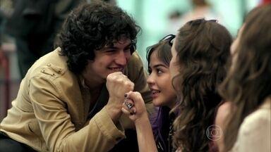 Guilherme convence Giovanna a convidar Angel para sua festa - A patricinha humilha Darlene em sala de aula. Angel aceita o convite para ir à festa, mas não confessa para Gui que não suporta o comportamento de Giovanna