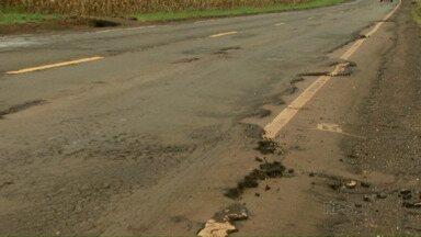 Motoristas reclamam da buraqueira nas rodovias estaduais da região oeste - O DER informou que na próxima semana, técnicos vão reavaliar as condições das estradas e programar nova manutenção nos trechos mais críticos.