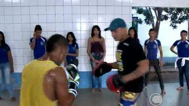 Projeto social usa o boxe para incentivar jovens a praticar esportes - Projeto social usa o boxe para incentivar jovens a praticar esportes