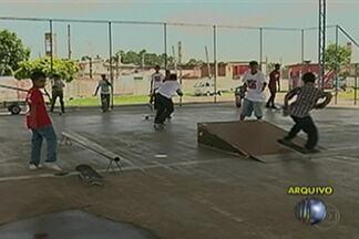 """ONG realiza evento """"Skate é bom, com educação é ótimo"""", neste domingo, em Poá - Ação acontece no Complexo Esportivo Renato Barbieri, em Calmon Viana."""