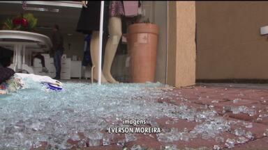 Em Santa Felicidade, população está com medo da ação de bandidos - A insegurança é generalizada; moradores e comerciantes estão preocupados com a insegurança.