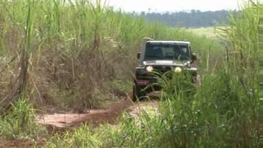 Etapa do Paranaense de Rally reúne 160 competidores em Umuarama - A próxima etapa vai ser em Curitiba, em agosto. Largada foi na cidade, mas a principal parte da competição é na área rural.