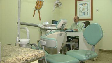 """Dentistas dizem que são prejudicados pela crise econômica brasileira - Profissionais contam que """"agenda cheia"""" não é mais realidade nos consultórios."""