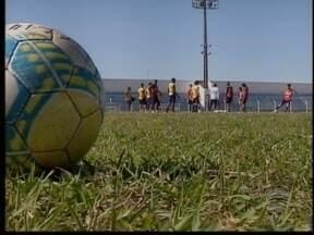 Após receber salário, jogadores do Osvaldo Cruz voltam a treinar - Time busca resolver problemas para o próximo jogo.