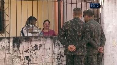 Soldados do Exército começaram nesta terça a atuar no combate à dengue - Soldados do Exército começaram nesta terça a atuar no combate à dengue