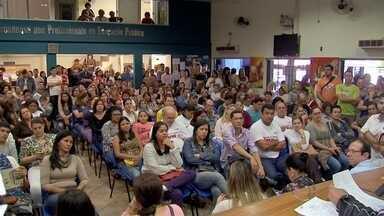Denúncia de pressão para professores voltarem ao trabalho vem à tona em Campo Grande - Em greve, os professores se reuniram em assembleia na tarde desta terça-feira (16).