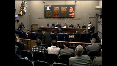 Segurança é abordada em audiência na Câmara de Vereadores de Rio Grande, RS - Policiais reclamam no corte de horas extras e na redução de verbas no combustível para viaturas.