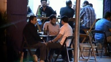 Delator da 'máfia do ISS' é preso em SP suspeito de receber propina - O ex-auditor fiscal Luís Alexandre Magalhães foi preso em flagrante em um bar na Zona Leste de São Paulo. Segundo a Prefeitura, ele foi pego recebendo dinheiro de propina de outro fiscal.