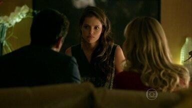 Giovanna enfrenta os pais - Alex e Pia chamam a filha para uma conversa séria