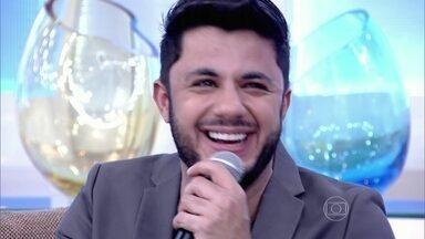 Reveja Cristiano Araújo no palco do Encontro falando de amor - Em visita ao programa, em março deste ano, ele disse ser um 'homem apaixonado'; Fátima relembrou também a primeira visita do cantor