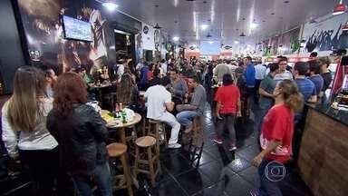 Enquanto restaurantes esvaziam, bares enchem em BH - Donos de bares não reclamam de crise