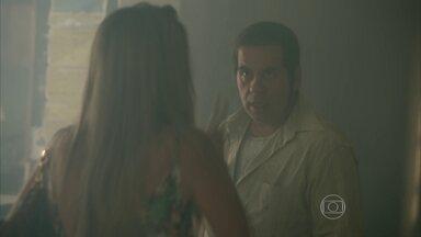 Genésio coloca fogo no salão - Marlene fica chocada ao ver o que o marido fez