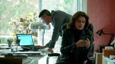 Fanny decide usar acusação de Lyris como trunfo contra Alex - Empresária imprime a sua versão do contrato de prestação de serviços para empresa do ricaço